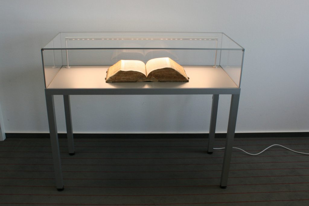 frank showcase display system table with book inside